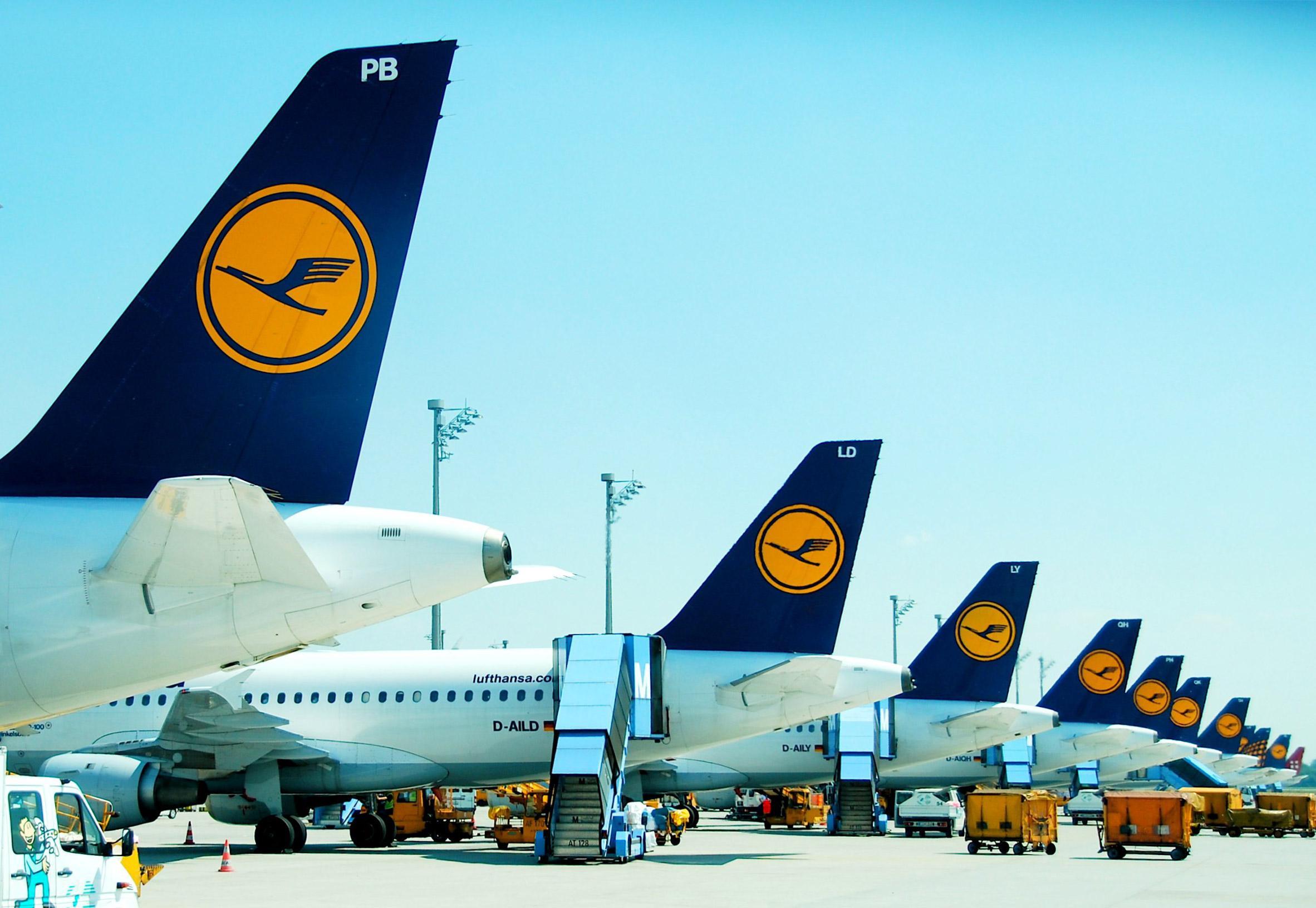 Lufthansa logo before its 2018 rebrand